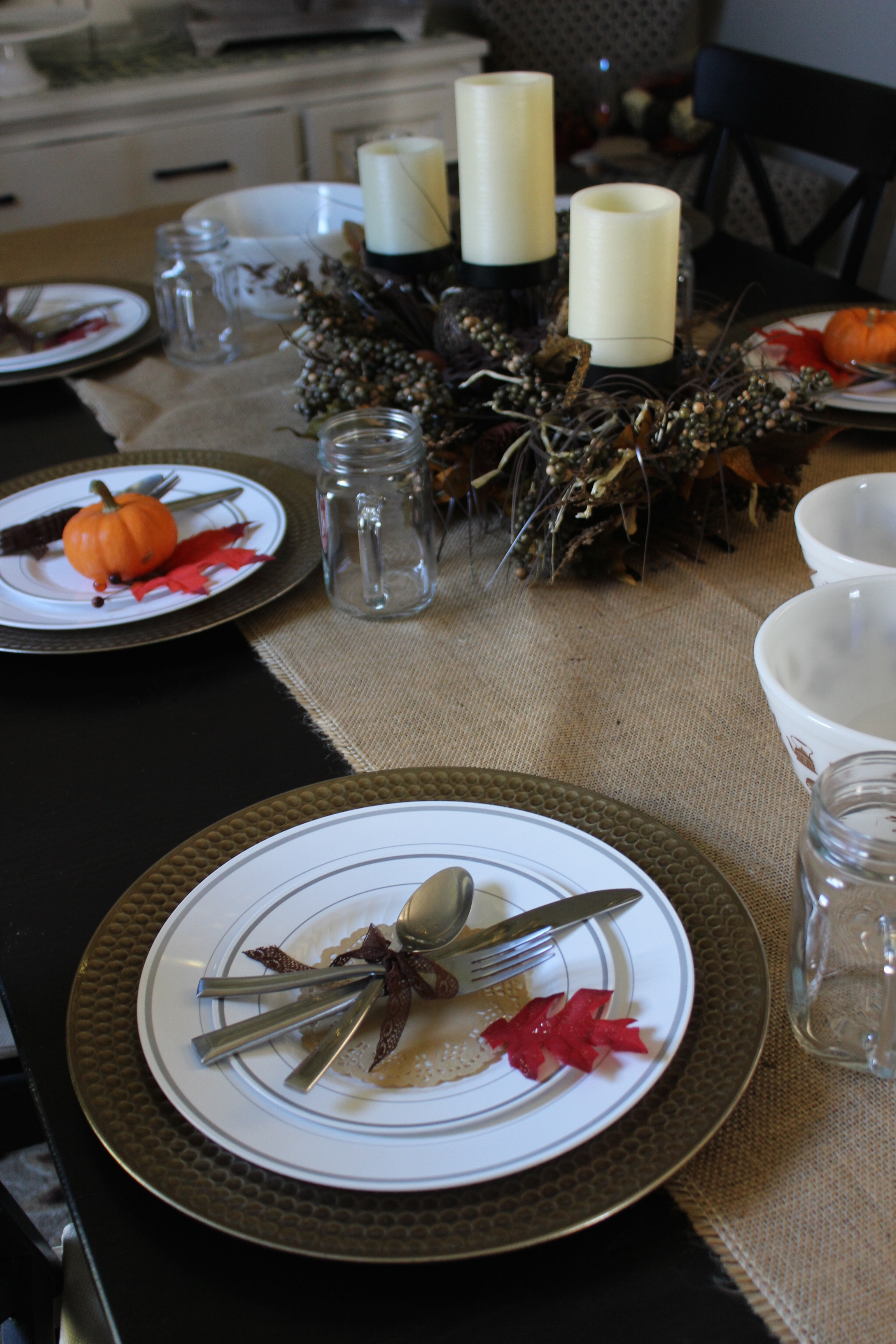 Burlap Thanksgiving table decor