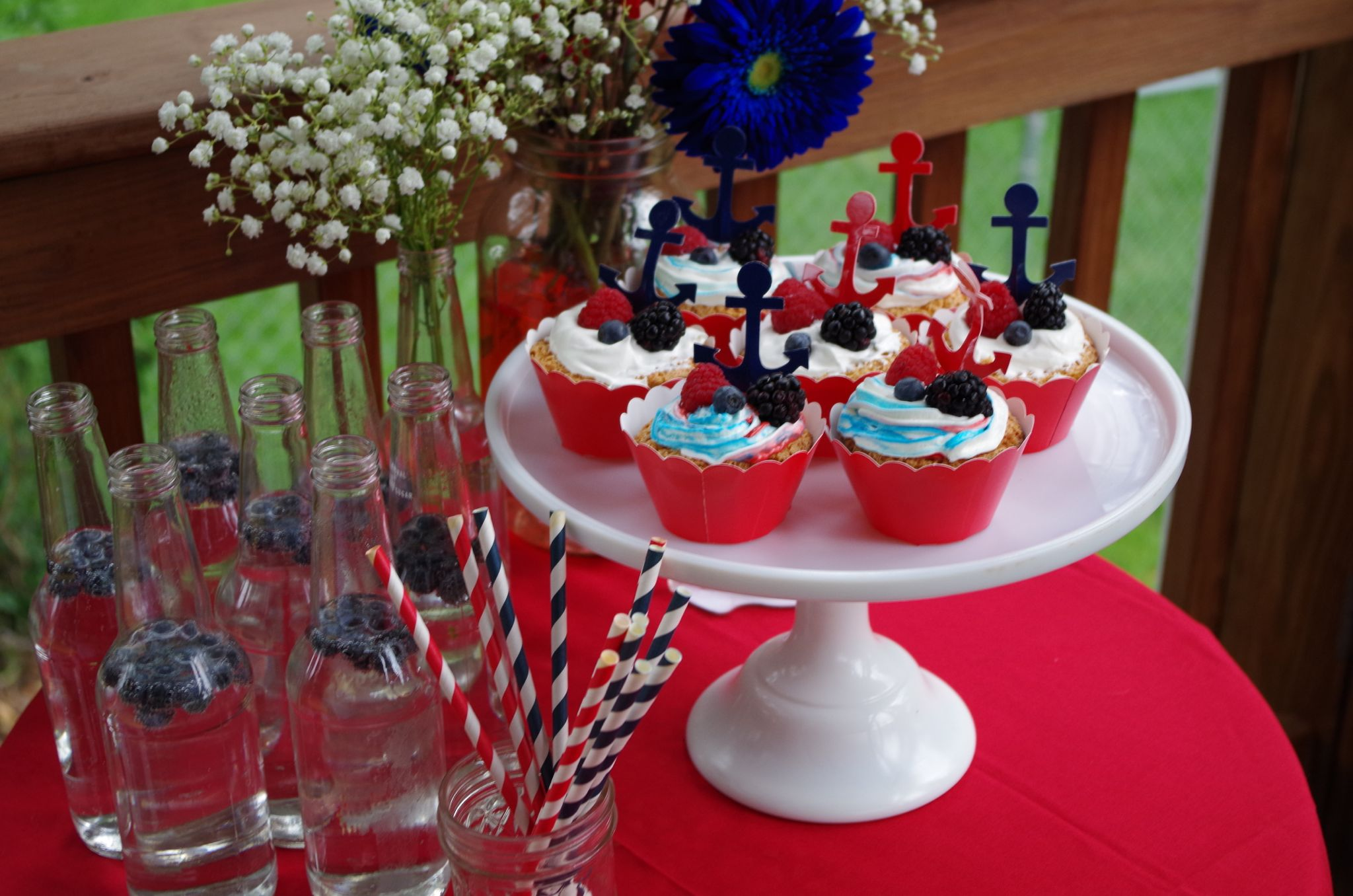 Fourth of July cupcakes on a white cakeplate