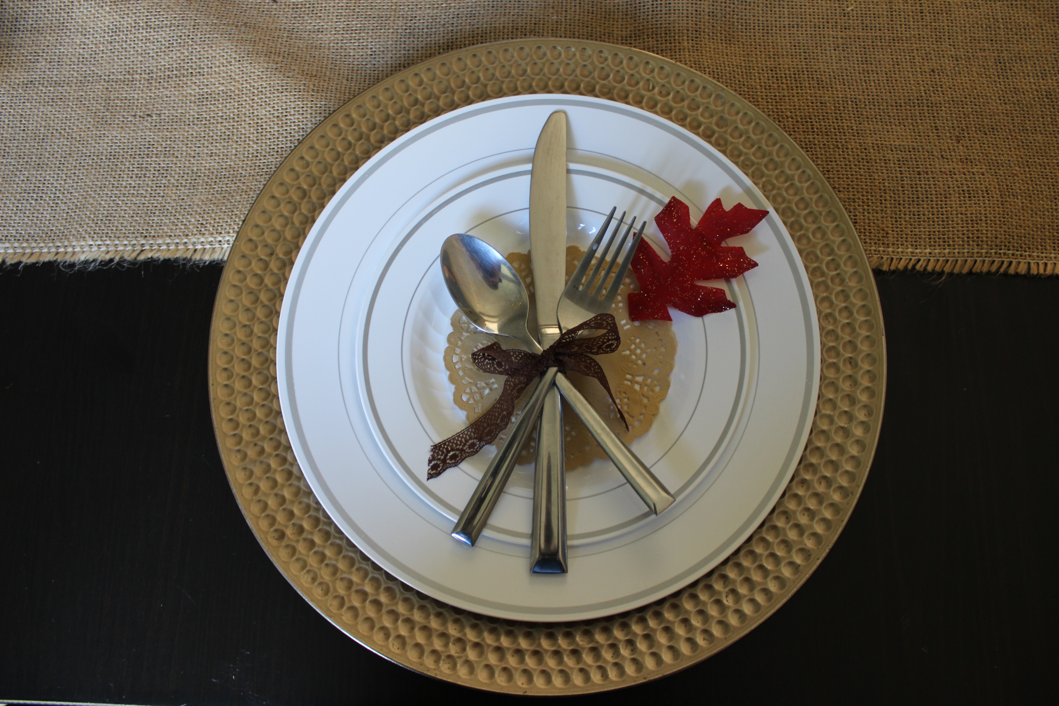 Gold chargers and silk fall leaves make pretty Thanksgiving table decor